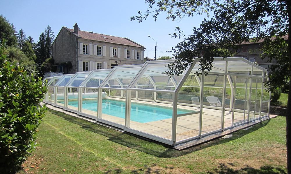 Hohe Poolüberdachung (Poolhalle) Arcadia - Rachecourt-sur-Marne, Frankreich
