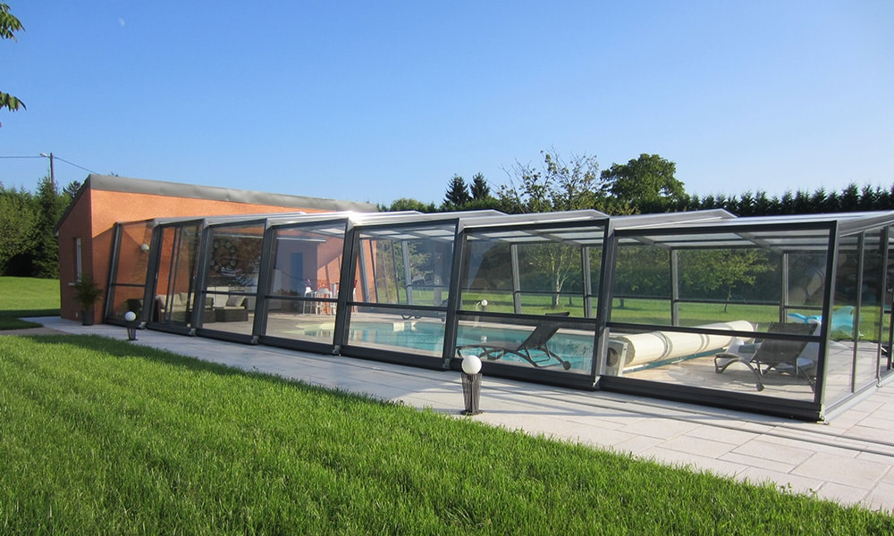 Hohe Poolüberdachung (Poolhalle) Discret - Sauvigney-lès-Pesmes, Frankreich