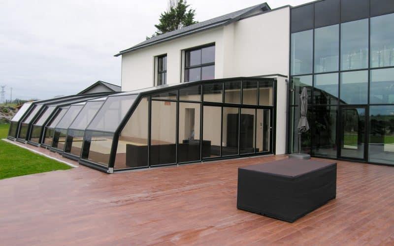 Angebaute Poolüberdachung Fassade