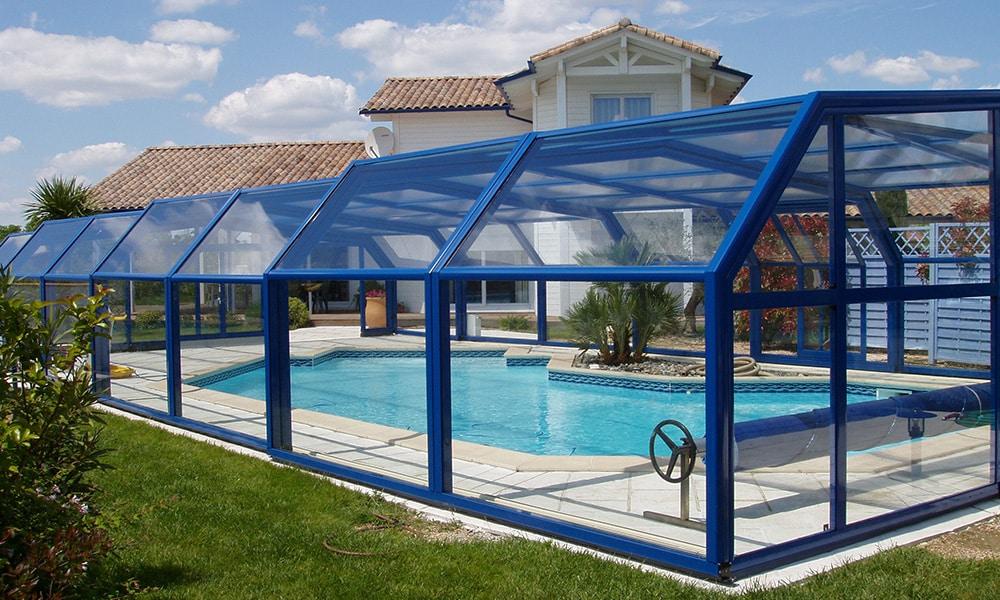 Hohe Poolüberdachung (Poolhalle) Arcadia - Fonton, Frankreich