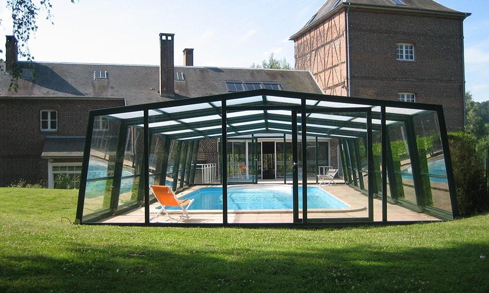 Angebaute Poolüberdachung Fassade - Ry, Frankreich