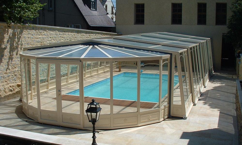 Angebaute Poolüberdachung Union - Fontaines-sur-Saône, Frankreich