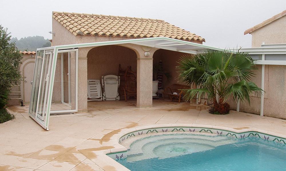 Angebaute Poolüberdachung Fassade - Peyriac-de-Mer, Frankreich