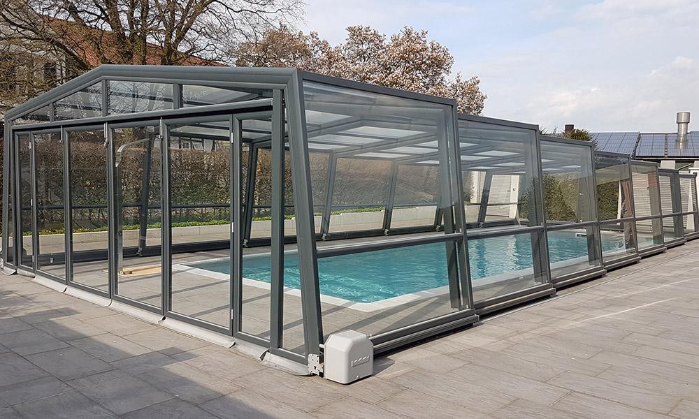 Hohe Poolüberdachung (Poolhalle) Discret - Oberdorla, Deutschland